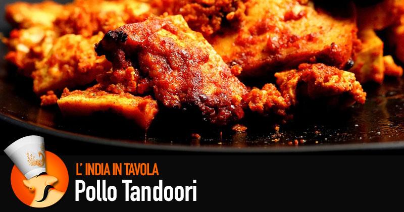 Pezzi di pollo con l'illustrazione dello chef Paaji di India in tavola con la scirtta Pollo Tandoori
